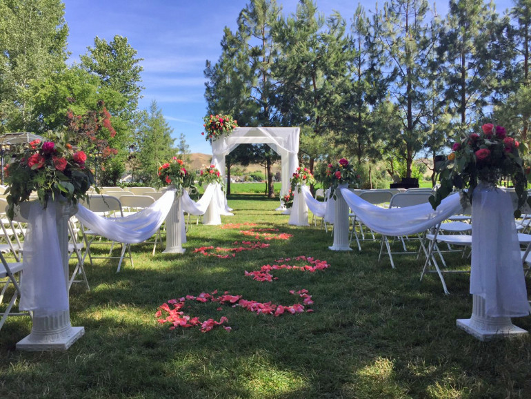 Columns, Arbor, & Flowers by Boise Events